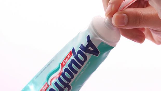 超省錢!牙膏快用完擠不出來,靠「一根吸管」搞定