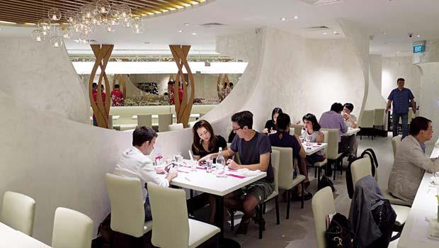 新加坡舒果多了英文菜單,預估單店月營收可達新台幣720萬元,與台灣舒果相差不遠。