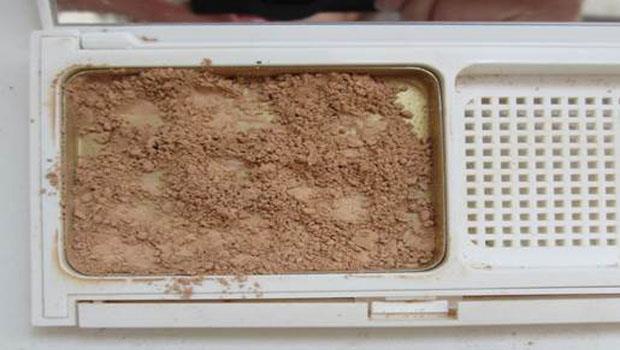 圖解!粉餅碎了,用「口紅+保鮮膜」就輕鬆搞定
