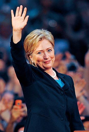 選舉常勝軍卻敗給歐巴馬,讓希拉蕊哽咽謝票。