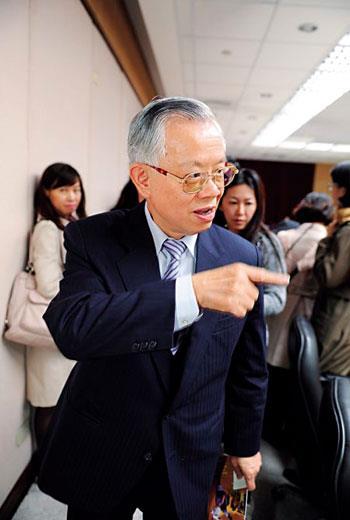 央行總裁彭淮南抑制房價上漲,哪裡漲,就調降該地銀行貸款成數。