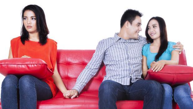 把愛給老婆,跟小三只是肉體關係,誰說「三人婚姻」不行呢?