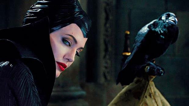 《黑魔女:沉睡魔咒》搶戲亮點之一,擬人化的烏鴉真身其實是標本。