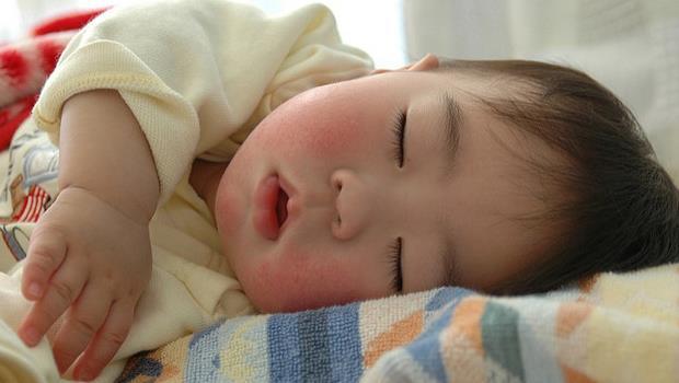 「睡一覺痛痛就飛了~」原來這不是哄小孩的話術,是真的!