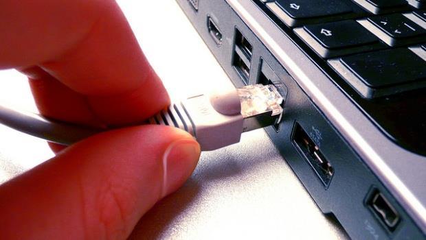 政府有無權力監管網路活動?獨裁派暫贏民主派