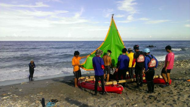 一生至少要完成一個夢想!60歲退休教授帶16個年輕人,DIY一條船環遊世界
