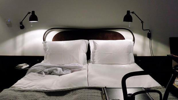 旅店設計風格簡約,盡量保持建築的原始風貌與瑞典特有的手作感,再適時添加俏皮的新設計。