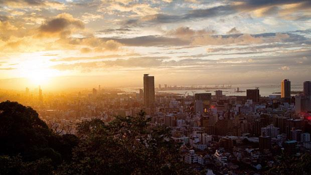 漫長重建路上,太陽終會升起。一個人、一個人,集結力量互助合作,用更堅固的繫絆彼此相連。唯有如此,才是及早邁向重建最完善的道路。~神戶市長-久元喜造