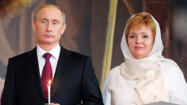 俄羅斯第一家庭格外神秘,普欽(左)與前妻柳德米拉(右)很少公開亮相,兩個女兒的公開照片更是罕見。