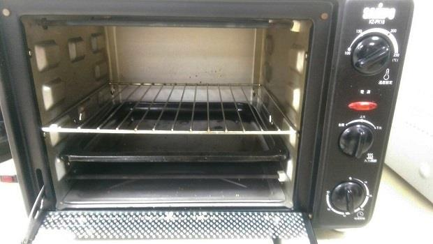 清烤箱不想用清潔劑,又怕清不乾淨怎麼辦?這招安全又有效!