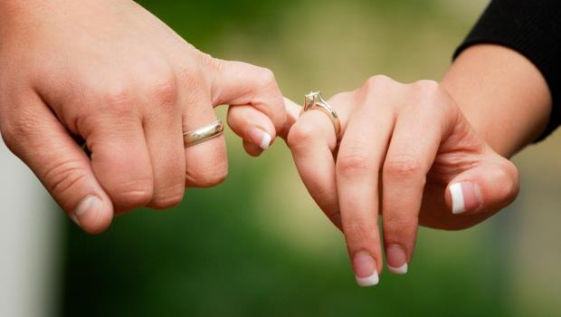 夫妻買房,誰來當「貸款人」比較好?