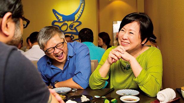 年輕時,吃飯總覺得要有目的,但現在才發現:無招勝有招》圖為群邑台灣董事長 余湘(右),當天飯咖是星星王子(中)與導盲犬協會人員。
