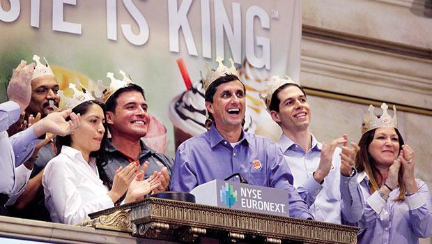 漢堡王執行長史瓦茲(右2)從華爾街分析師到漢堡王執行長,一路自己爭取到手,成績相當亮眼。