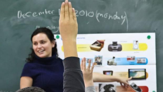 為什麼學生吵到連別間老師都來關切,愛丁堡老師卻不制止?