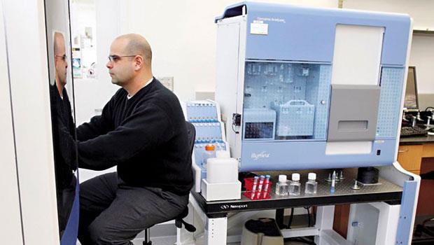 Illumina靠獨門技術壟斷市場,成為市占7成的基因檢測上游設備和耗材供應商。