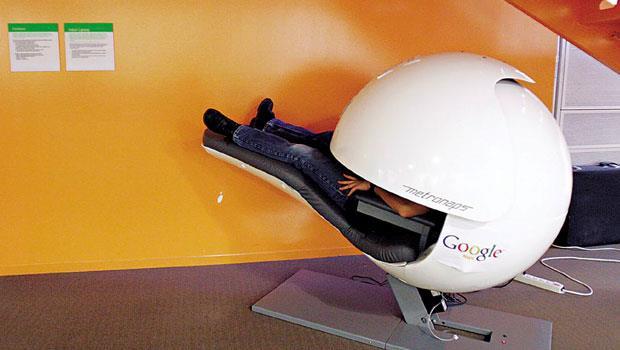 採用太空技術的午睡椅,想躺看看嗎?包括Google等歐美企業,開始為員工提供舒適的午睡環境。
