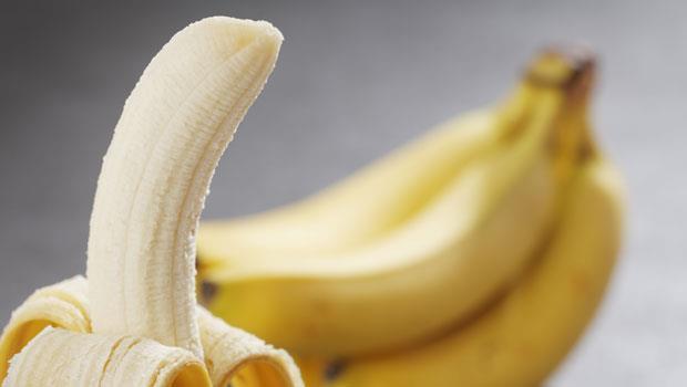 阿公阿嬤都說「筋骨痠痛不能吃香蕉」是真的嗎?醫師:錯!只有這3種人才不適合吃