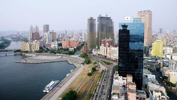 氣爆事件喚起的石化工業城印象,對全力擘畫城市發展新願景的高雄市來說,是個沉重的打擊。