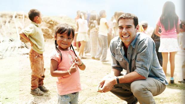 他用一枝鉛筆,完成對世界各地孩子們的承諾! - 商業周刊