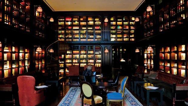 旅館內擁有十分美麗的圖書館,讓人流連忘返。