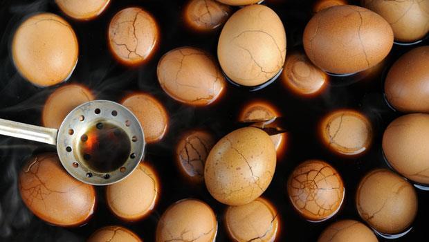 皮蛋淺綠色是受汙染?茶葉蛋的蛋黃綠綠的是重金屬殘留?揭密加工蛋10大真相