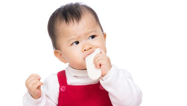 蜂蜜、麵條都NG!爸媽必看:小孩一歲前不能吃的13種地雷食物