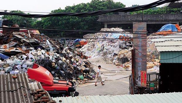 垃圾再利用本是美事一樁,若少了縝密的管控,則會成了製造污染的大元兇。