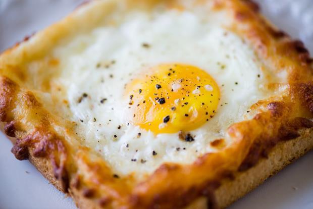 一個動作!10分鐘就能做出「法式焗火腿蛋三明治」 - 商業周刊