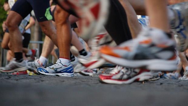 一家賣運動襪開始的7人小公司,如何3年內賺進3500萬? - 商業周刊