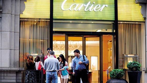 原本常有陸客上門的精品門市,現因中國買盤退場而業績黯淡。
