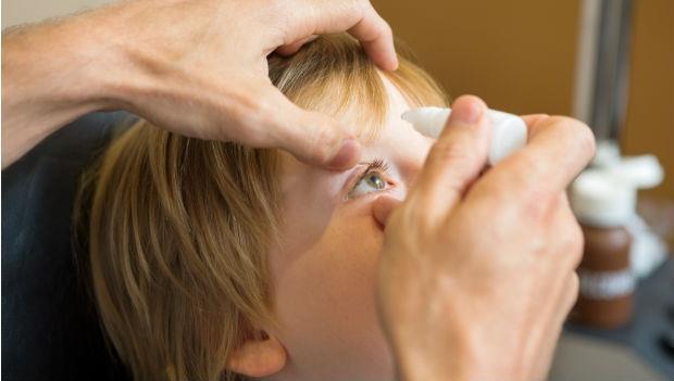 散瞳劑是毒藥?眼科醫師:別被網路謠言騙了,孩子失明誰負責?