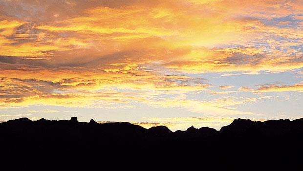 行至步道最高點觀景台後,聖稜線上的名山百岳一字排開,由左到右依序可看到大霸尖山、小霸尖山、品田山、穆特勒布山等山頭。