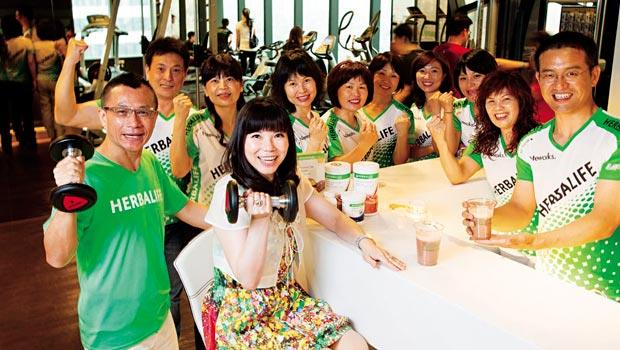 賀寶芙總裁組三星直銷商 邱薏庭(前排左2)