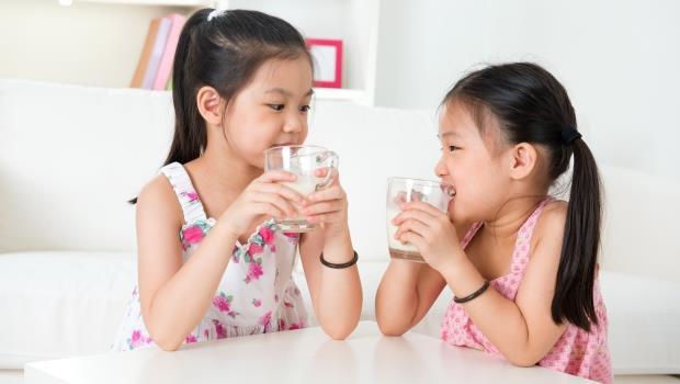 牛奶喝多增加貧血風險?研究指出:學齡前兒童一天最好不超過2杯