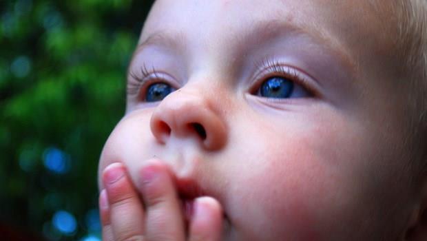 科學研究:喝母奶不會影響寶寶的智力,媽媽的財力和智力才會!