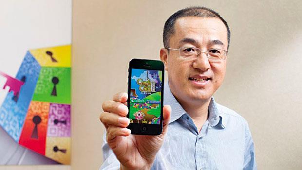 繼代理神魔之塔後,騰訊再和熱門手機遊戲Candy-Crush-合作,「內容要好、社交性高」是騰訊遊戲副總裁呂鵬口中的精品遊戲,也是力抗對手的秘密武器。
