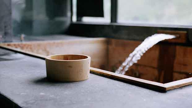 沒空度假泡溫泉?用小蘇打粉,就能享受自製「美人湯」