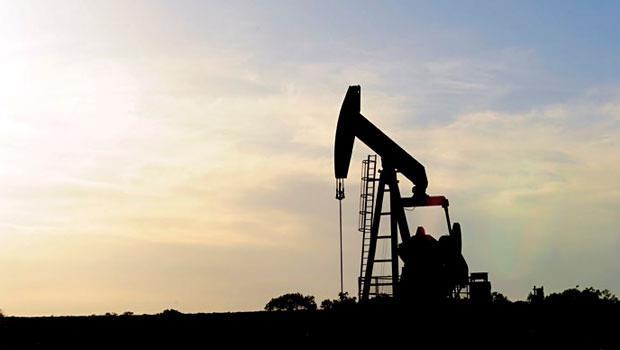 美國石油大量產出,國際油價下跌,導致高度依賴油氣出口收入的俄羅斯陷困,據傳俄國正為此研擬對策