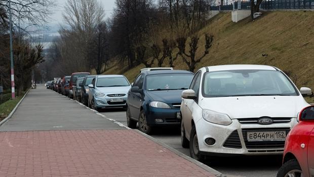 日本新技術》這台車配備「自動停車」功能,讓你路邊停車也不怕!