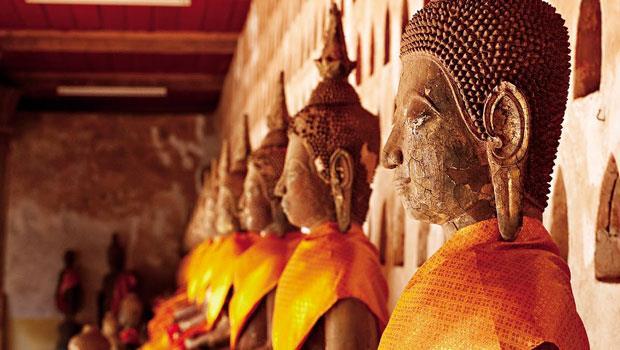 永珍最古老的寺廟西沙格寺(Wat Si Saket)裡,呈靜坐沈思貌的佛像。