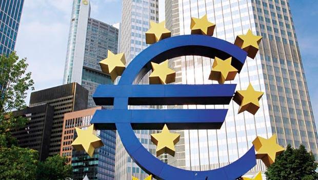 為了避免重蹈「日本失落十年」覆轍,歐洲央行極可能印鈔票與通縮危機奮戰。