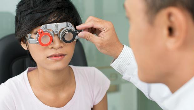 「眼鏡度數配低一點,才不會加深近視?」一個錯了幾十年的護眼觀念
