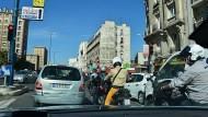 紅綠燈是參考用的》法國對行人的禮遇,絕對超乎你想像!