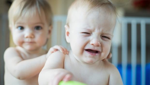 面對小baby半夜哭鬧不休,這三個方法試驗有效!