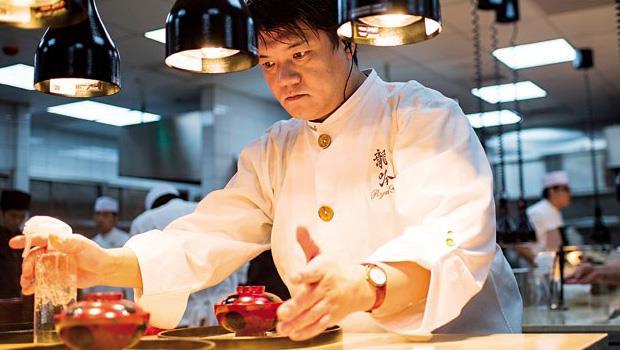 日本米其林三星餐廳「龍吟」大廚山本征治