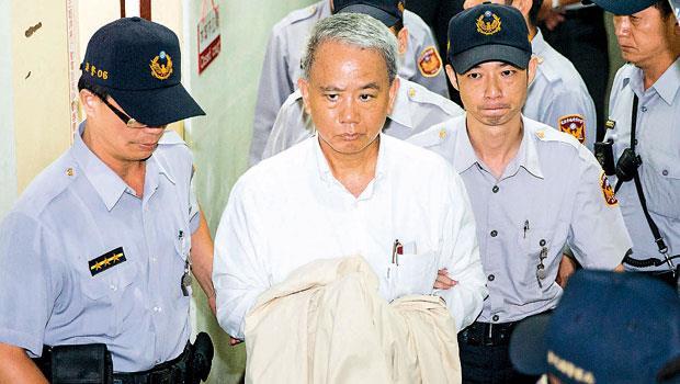 魏應充(左2)遭羈押後,傳出可能以健康等理由提抗告,若抗告不成,可能要在看守所待上2個月。