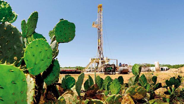 頁岩油開採技術的突破,讓美國實現能源自給自足,未來油價不再是中東油國說了算,全球能源版圖也將重新改寫。