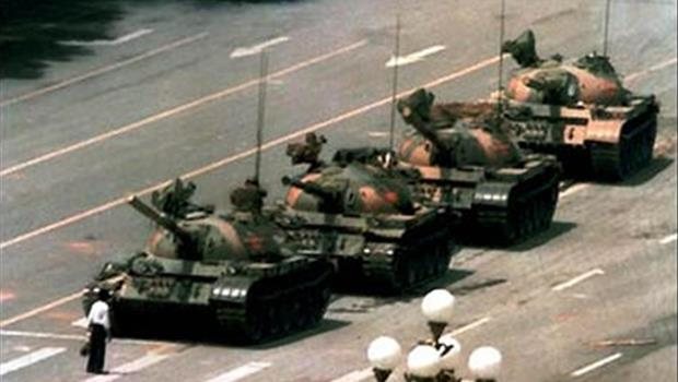 天安門「肉身擋坦克」照片背後的故事》Sony求媒體別報導新技術,換來歷史真相