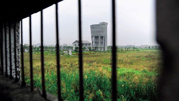 竹科宜蘭園區2009年花費數十億元徵收土地,至今僅個位數廠商進駐。浮濫的土地徵收,引起公民團體抗議,11月中旬,台灣農村陣線發起的凱道抗議行動。