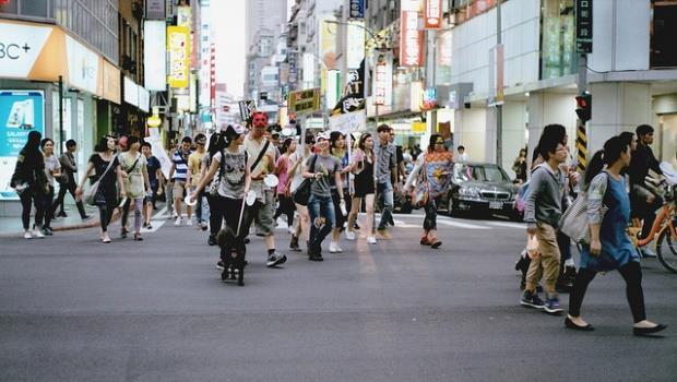 台灣早就「超越藍綠」了!選舉已經變成窮人和富人的鬥爭